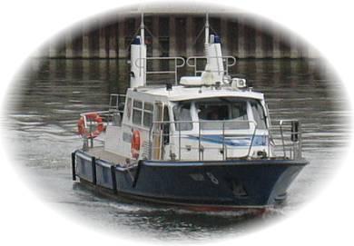 Wasserschutz Boot im Vinckekanal in Ruhrort