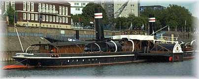 """Museumsschiff """"Oskar Huber"""" am Leinpfad in Ruhrort"""