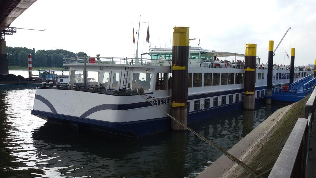 Kreuzfahrtanleger b Ruhrort