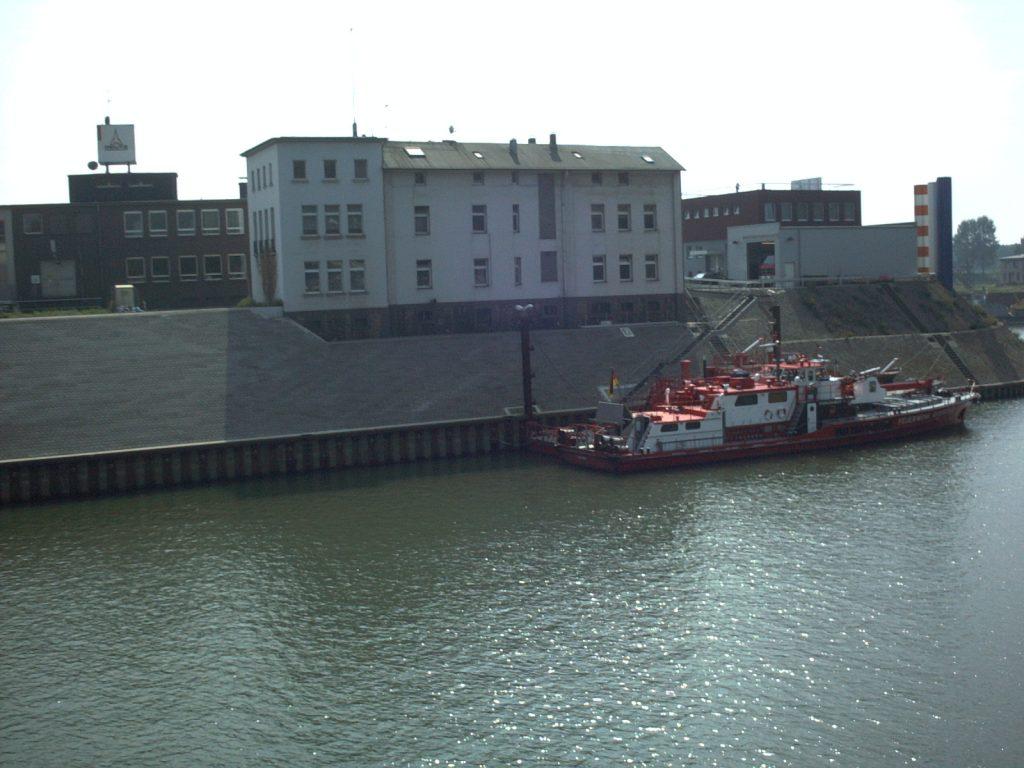 Feuerlöschboot im Vinckekanal Ruhrort